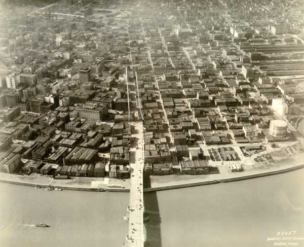 Aerial of completed harbor wall, 1929 (City of Portland, Series 8402-01)